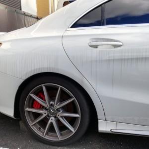 白い車の水垢