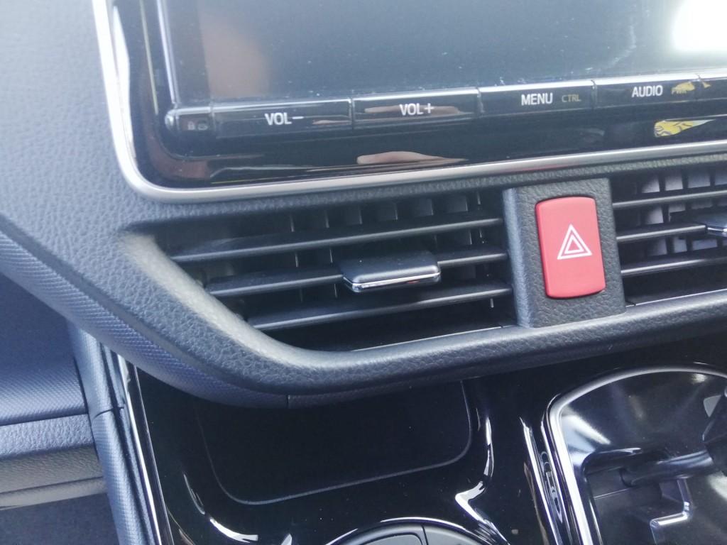 車のエアコン吹き出し口